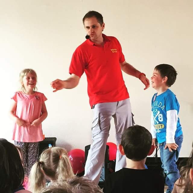 Children's entertainer magician Manchester blackburn burnley Bury North-west