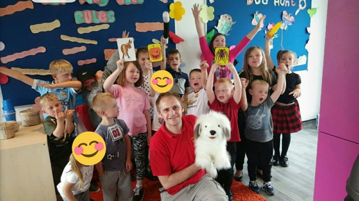 Children's Magician Oldham entertainer stockport bury cheshire manchester